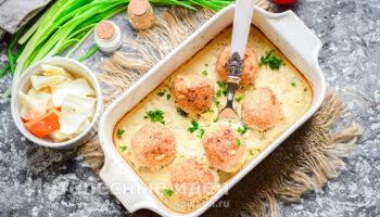 Нежные куриные шарики в сметанном соусе — приготовьте побольше