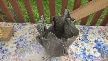 Шикарные вазоны из старых полотенец и цемента своими руками