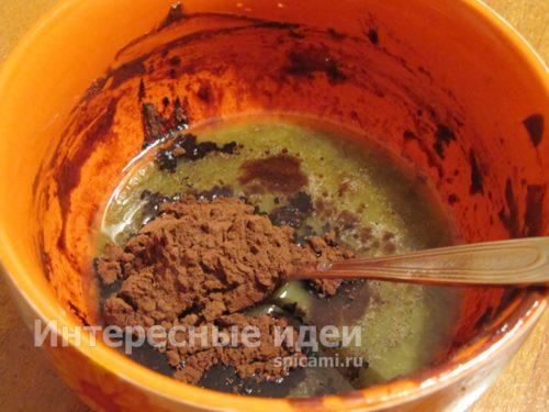 растопить шоколад и масло, добавить какао