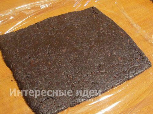 раскатать шоколадное тесто