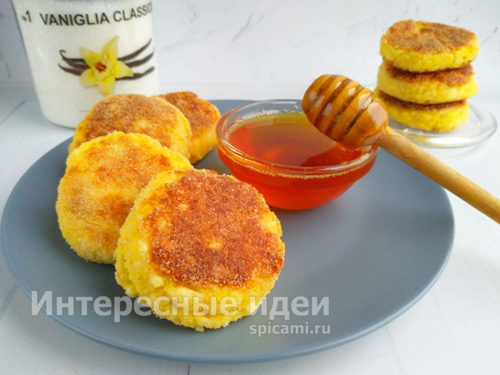 готовые сырники выложить на тарелку