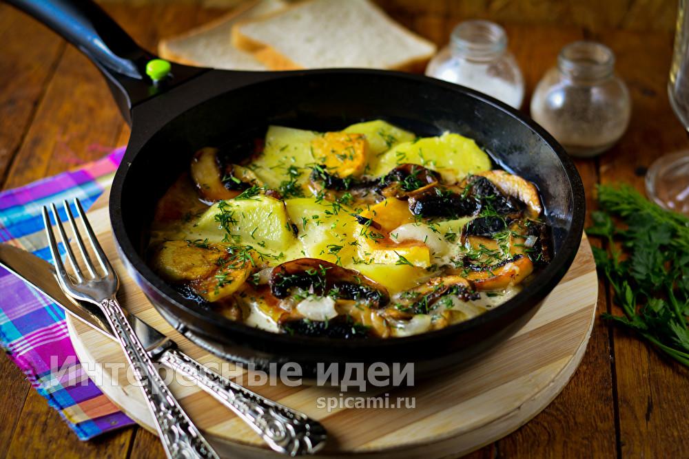 картошка с грибами в сливках на сковороде