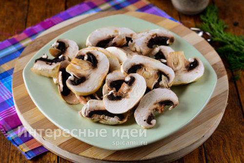 грибы помыть и нарезать