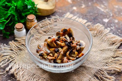 добавить грибы к мясу