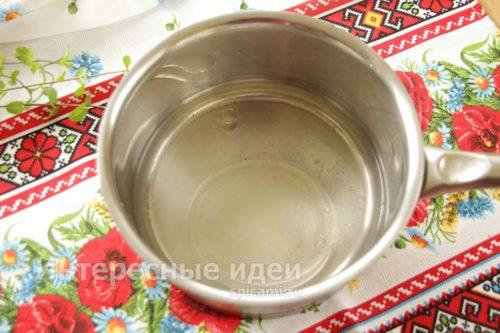 в воду добавить масло, соль и сахар