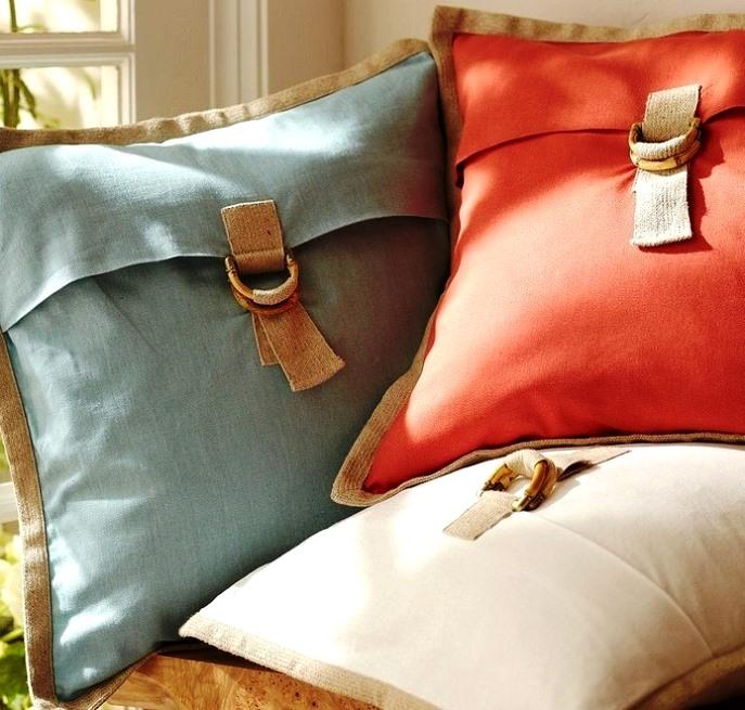 подушка в виде сумки