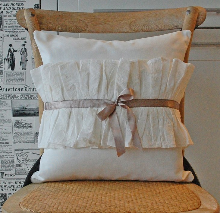 подушка декорированная