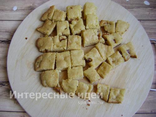 бисквит нарезать кубиками