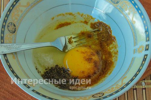 яйцо с солью и специями