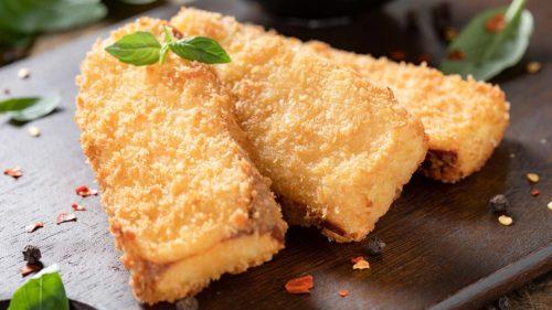Сыр, запеченный в панировочных сухарях