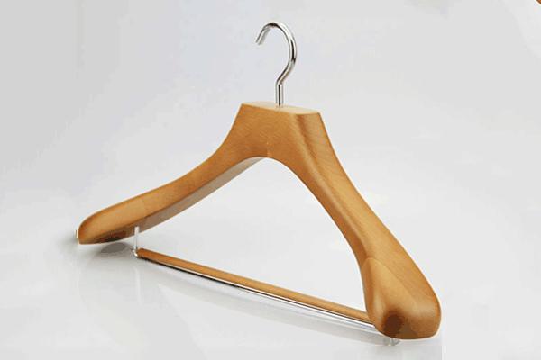 Приобрести деревянные плечики для вашей одежды